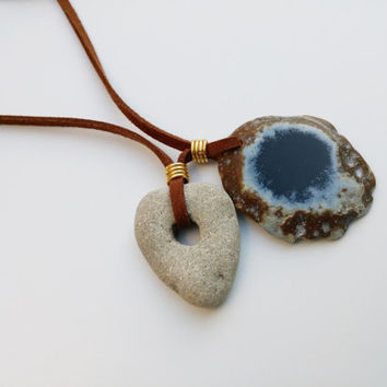 Geode Agate Necklace. Holey Stone Pendant in Suede Necklace. Hag Stone Charm Necklace. Healing Gemstone Necklace. Unique Boho Jewelry