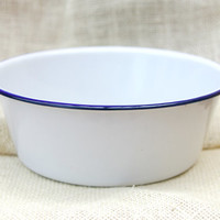 Large white enamel bowl with blue rim // Round enamel pan