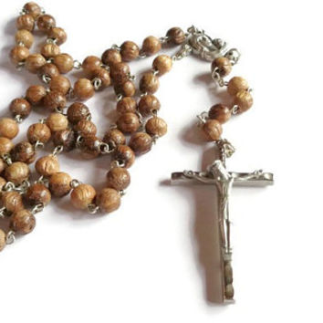 Vintage Rosary . Wood Beaded Rosary . Religious Cross Crucifix . Prayer Necklace .