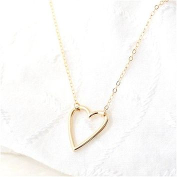 Classic Simple Design Personalized Love Hearts Tiny Heart Necklace Pendant Chain Love Gifts For Women