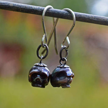 Hand Carved Black Pearl Skull Oxidized Dangle Earrings - Skull Pearl Jewelry - Skull Earrings - Halloween Jewelry - Black Pearl Earrings