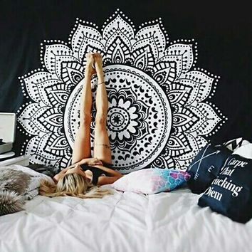 Indian Style Wall Hanging Hippie Mandala Tapestry Dorm Ethnic Bedspread Home Decor Classical Black And White