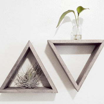 Set of 2 Triangle shelves - Barnwood grey - Floating shelf set