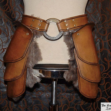 Quality leather tasset with massive 3'' ring and optional fur, upper leg armor, medieval, larp