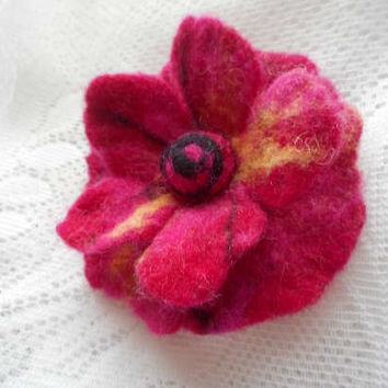 Felted flowers,Red magenta Felt brooch flower,felt jewelry,Summer hat,spring brooch,hair clip,Felt flower brooch,felt brooch,poppy felt pins