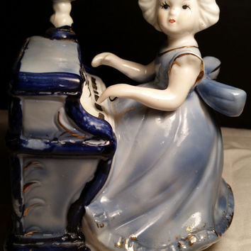 Blue and White Ceramic Lady Playing Piano Rotating Music Box Musical Playing Box with Girl playing Piano Figurine in Blue and White
