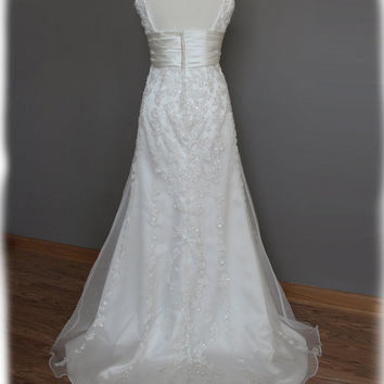 GORGEOUS Sheath Wedding Dress in Satin and Organza with by AvailCo