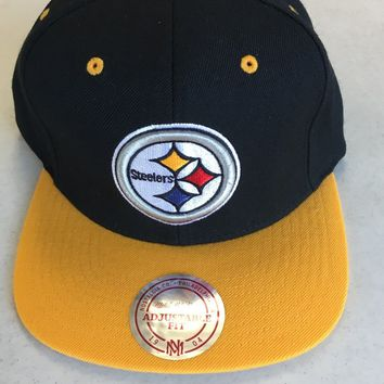 new products 938fe 73e41 MITCHELL AND NESS PITTSBURGH STEELERS BLACK RETRO LOGO FLAT BRIM SNAPBACK  HAT