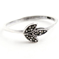 Vintage Sterling Silver Marcasite Ring - Size 8 1/2 Dainty Jewelry / Marcasite Leaves