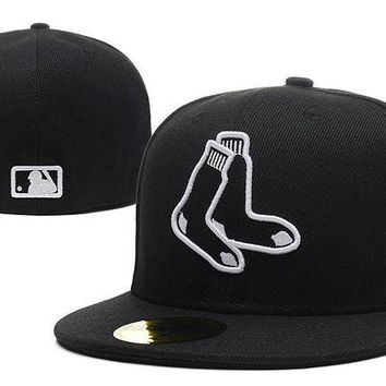 DCCKBE6 Boston Red Sox New Era MLB Authentic Collection 59FIFTY Hat Black-White
