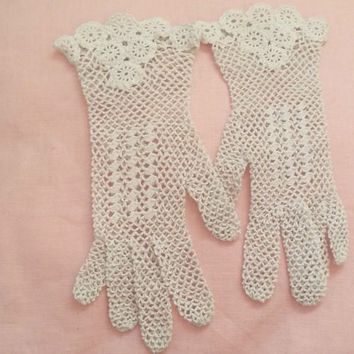 Crochet gloves, wedding gloves, lace gloves, bridesmaid gloves, white gloves, white lace gloves, small gloves, white crochet gloves, UK