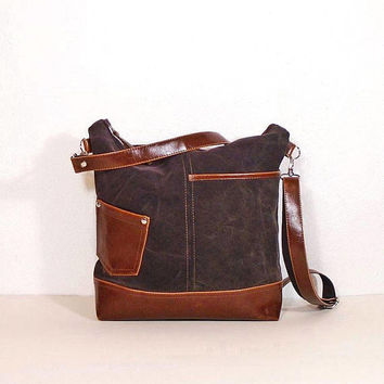 "Brown canvas crossbody purse, leather ""crazy horse"" effect, zipper shoulder bag medium size, canvas and leather bag,hobo bag Vintage leather"
