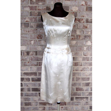 1950s silk dress, 1950s wiggle dress, ivory silk, Ying Tai Ltd, Size M, Asian dress
