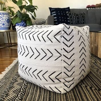 Square Mudcloth Pouf : Black Arrows on White