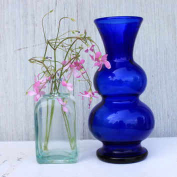 vintage cobalt blue glass vase // 6.25 inches