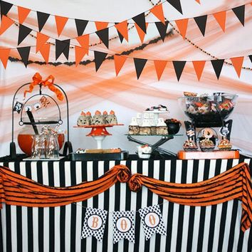 Pumpkins Witch Skull Paper Flags Bunting Banner Garlands Halloween Decoration Spiderweb Tablecloth Table Cover Supplies
