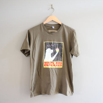 White Dog Cupcakes Graphic Tee Brown Cartoon Vintage 90s Size M #T129A