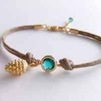 Pinecone Charm Jewelry Bracelet, Emerald Jewelry, Gold Filled, Dainty Bracelet, Winter Gift, Holiday Gift, Gift for Her, Free Giftbox