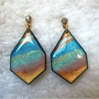 COLORFUL ROCK TEXTURE SHAPE EARRING