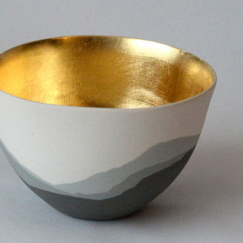 "Pottery bowl in Porcelain, Hills in shades of grey, with 24k Gold leaf. ""Gold Rush - Our land bowl"" (Large)"