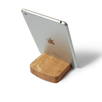 Wooden iPad Stand - Rounded Holder in Natural Oak Wood, Engraving and Personalization available