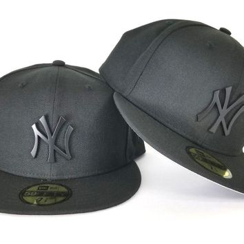 New Era 59Fifty Black New York Yankee Black Metal Badge Logo fitted hat