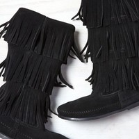 AEO Women's Minnetonka Triple Fringe Boot (Black)