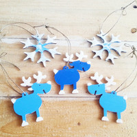 Set of 5 wooden hand painted wooden tree ornaments in blue and white, christmas tree ornament, glitter tree decoration