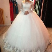 Scalloped Neckline Long Sleeves Wedding Dresses Bridal Gowns with Lace Trim