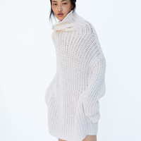 OVERSIZED SWEATERDETAILS