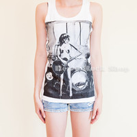 Amy Winehouse Playing Guitar Celebrity Tribute Tank Top Tunic White Sideboob (Size S to M)