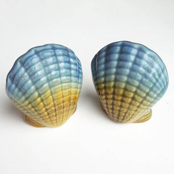 Seashell salt and pepper shakers - Seashell ceramic salt and pepper shaker set - Blue and mustard yellow - Beach decor