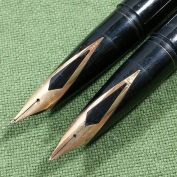 Vintage Schaeffer Fountain Pen Set 14k Nibs 2 Black White Dot Green Marble Base Need New Ink But Otherwise Nice Set Small Chip Corner Slab