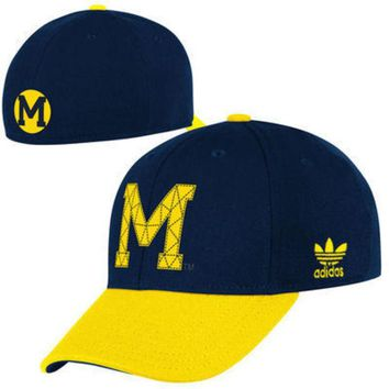 DCCKG8Q NCAA Adidas Michigan Wolverines Structured Flex Hat - Navy Blue/Yellow