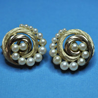 CROWN TRIFARI Vintage Textured Gold and Faux Pearl Swirl Clip Earrings, Superb! #A244