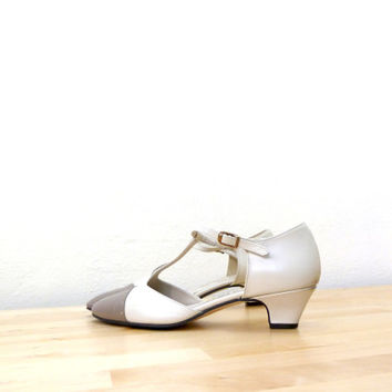 Vintage T Strap Heels / White Leather Pumps / Two Tone Heels / T Strap Mary Janes / Spectator Pumps / Pointy Toe Heels 8.5 AA