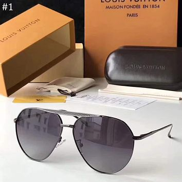 LV Louis Vuitton 2018 new polarizer driving driving men and women retro sunglasses #1