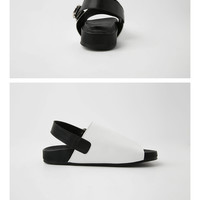 Circle Buckled Sandals | STYLENANDA