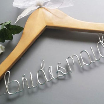 Bridesmaids hangers / Wedding hangers / Custom hanger / Personalized hanger / Bride hanger / Bridal party hangers / Wire hangers