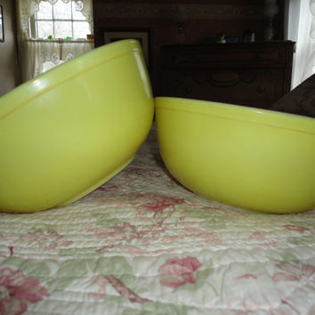 Set Of Two Vintage Yellow Pyrex Mixing Bowls