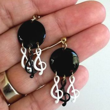 Vintage Treble Clef Black White Enamel Pierced Earrings Dangle