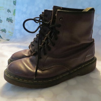 Vintage original  Dr MARTENS 1980's AIR WAIR  Lavender   Leather  7 eyelet  made in England ankle boots