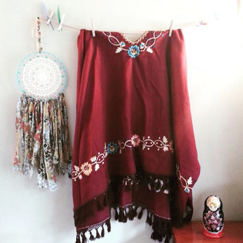 Bohemian El Poncho, Floral Embroidered Burgundy Wine Vintage Poncho, Vintage Throw, Wool Shawl, Gift for her, Vintage Clothing