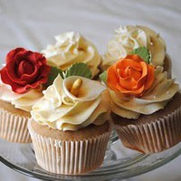 how sweet it is: Flowers and Wedding Cupcakes