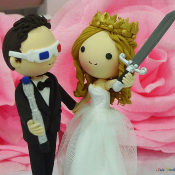 Wedding cake topper clay doll,groom with Doctor Who's Sonic screwdriver,3Dglasses clay figurine,bride with Game of Thrones's Crown and Sword