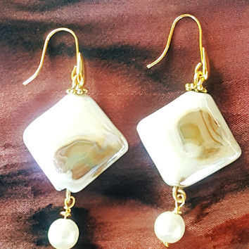 Iridescent Cream & Gold Porcelain Drop