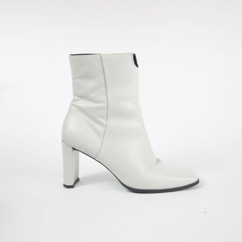 1990s White Ankle Boots White Leather Boots Vintage Chunky High Heel Boots 90s Zip Ankle Boots Cut Out Cream Minimalist Boots Size 7