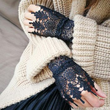 NEW Black White Lace Fingerless Gloves False Arm Sleeve Hollow Out Floral Women Gloves Autumn Winter Girls Lace Gloves