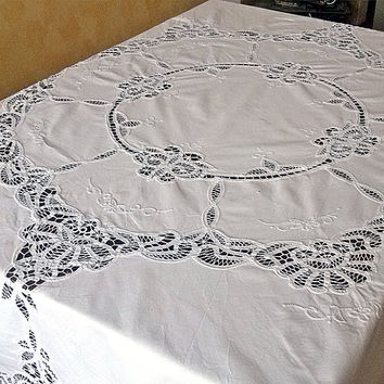 Vintage embroidery round tablecloth - Battenburg lace white top table decor Beautiful toptable Retro whitework Stunning classic design chic
