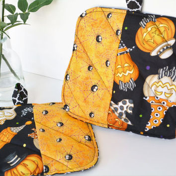 Pot Holders A set of 2 Halloween Jack-o-lantern Pumpkin Black and Orange Spider fabric. Triple layered, Quilted. A Perfect gift!